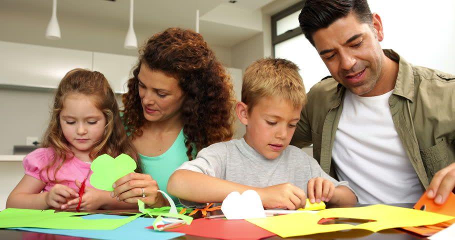 कैसे आपकी हौसला अफ़ज़ाई बढ़ाती है बच्चे का आत्मविश्वास