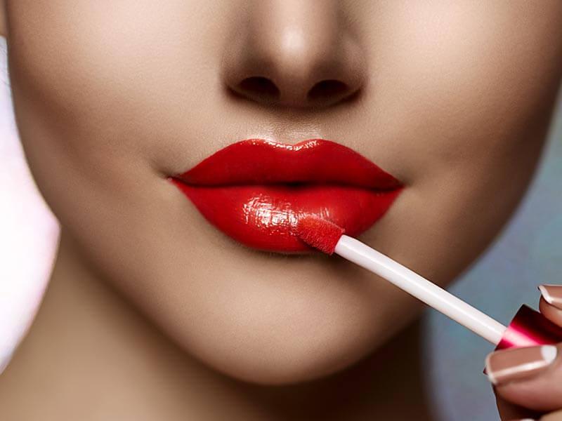 होठो पर कैसे लगाए long lasting lipstick