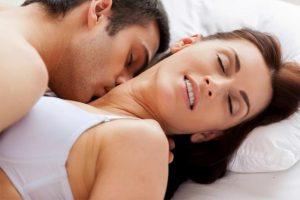 जानिये लड़कियां लवमेकिंग के दौरान क्यों अपनी आँखे बंद कर लेती है?
